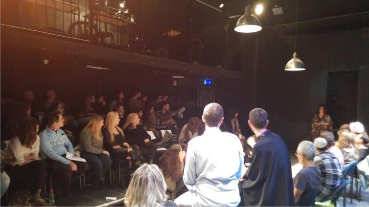 """תלמידי תיכון בליך בשיחה עם שחקני תאטרון גלג""""ל"""