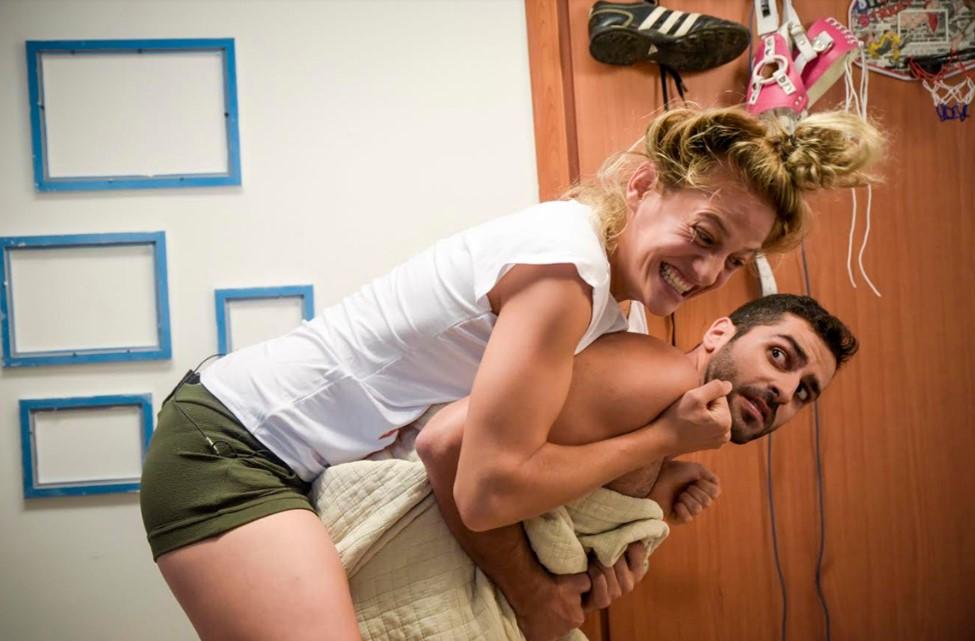 איך הופכים ביפוביה מופנמת למצחיקה | צילום: ים טרייבר