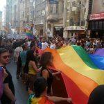 משטרת איסטנבול עצרה את משתתפי מצעד הגאווה באמצעות כדורי גומי וכלבים