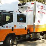 ניידת תרומות הדם בארועי הגאווה - לתרום תוך קריאה להשוואת התנאים