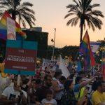 מאות מפגינים מול עיריית חולון בדרישה לפיטורי סגן ראש העיר יואל ישורון