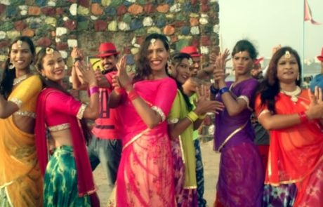 עושות שמח: להקת הטרנסג'נדריות ההודית בקליפ בכורה