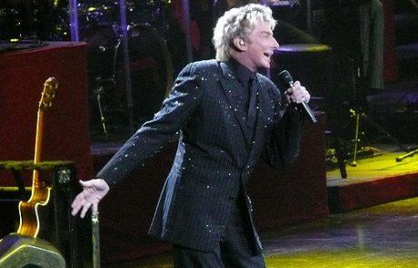הזמר בארי מנילו יצא מהארון בגיל 73