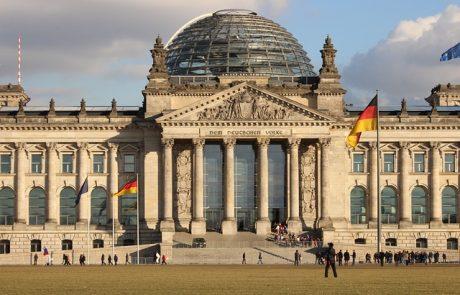 גרמניה הודיעה כי תפצה גברים שהורשעו בהומוסקסואליות